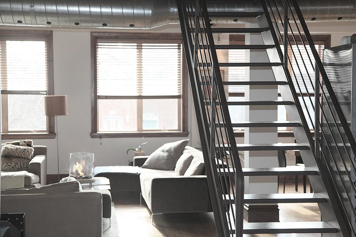 Styl industrialny – podłogi, ściany imeble