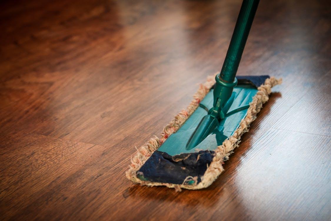 Postaw naochronę | Pielęgnacja paneli podłogowych
