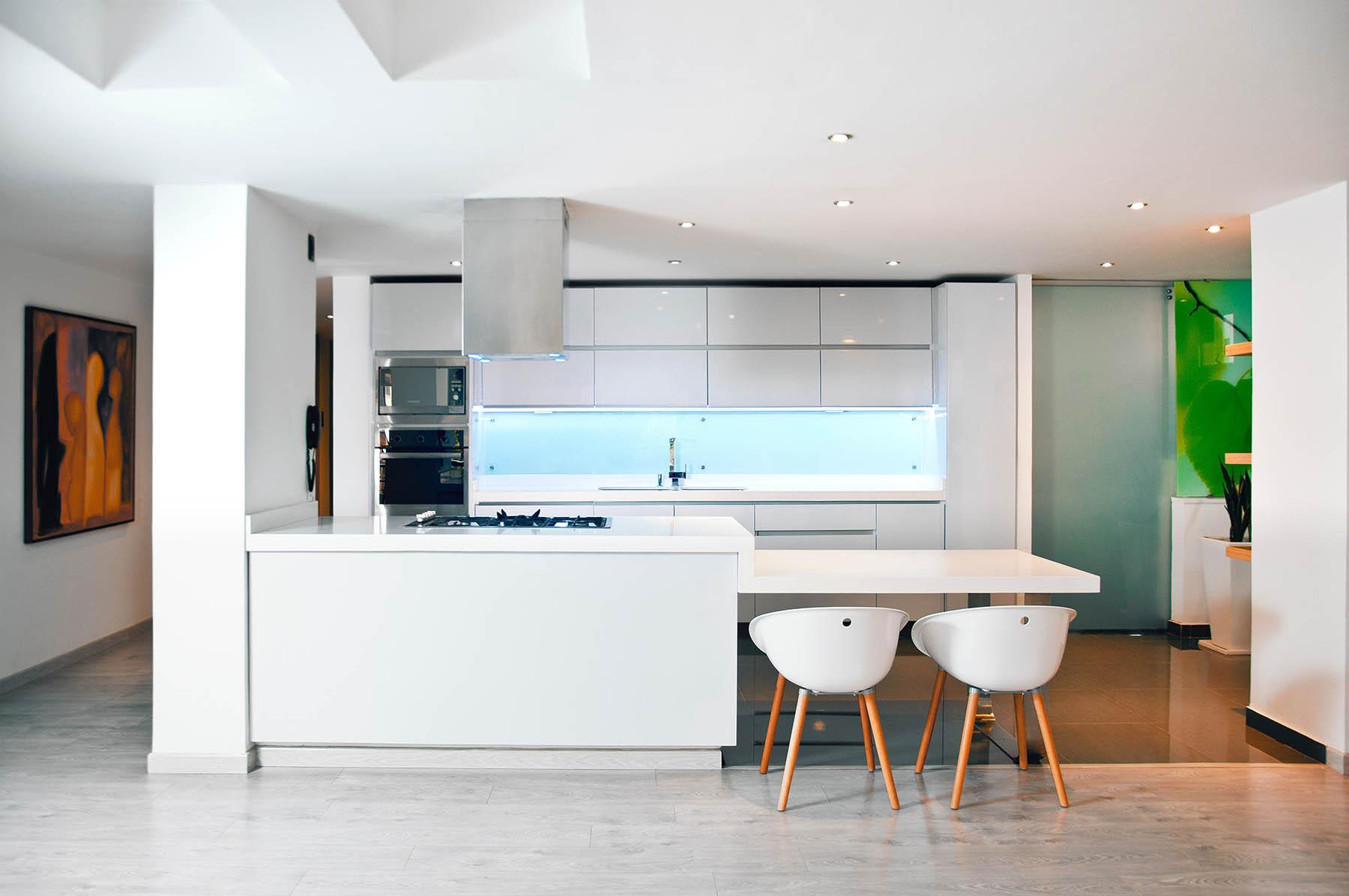 Jak łączyć zesobą różne rodzaje podłogi – łączenie paneli zpłytkami