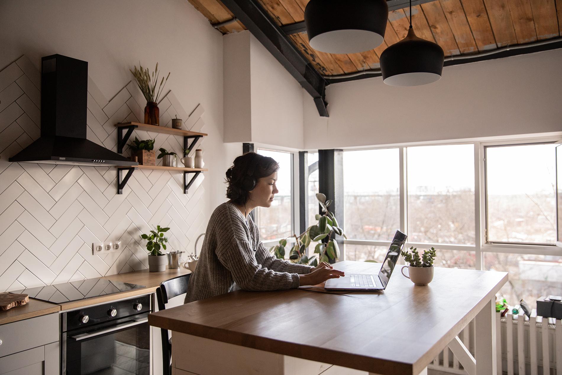 Jak urządzić biuro napoddaszu?